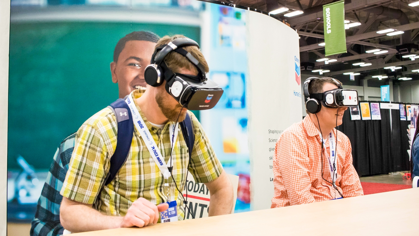 VR in the Expo. Photo by Marlyn Garcia.